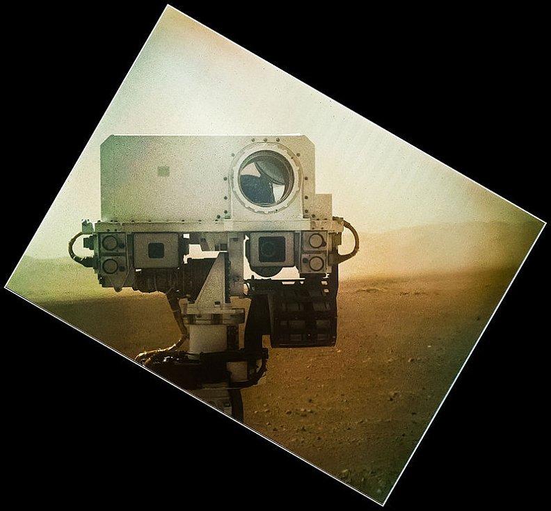 Jeden z autoportrétů mimořádně úspěšné marsovské sondy Curiosity.