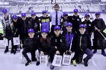Žáci hradecké školy Sever vedení učitelem Václavem Šrámkem a trenérem Martinem Štěpánem dostali jako odměnu za vítězství výlet do Turína, kde se potkali s Pavlem Nedvědem.