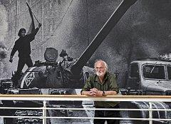 Výstava fotografií Josefa Koudelky Invaze 68 je prezentována u příležitosti 50. let výročí invaze .