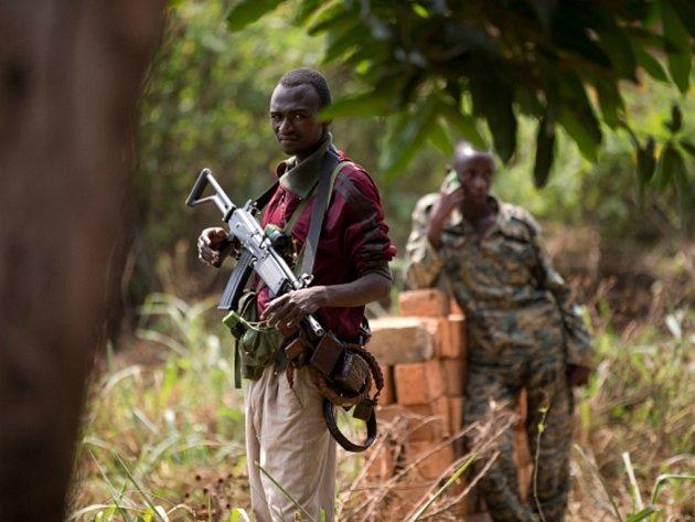 Podrobný průzkum zbraní, které teď kolují ve Středoafrické republice, nabízí zajímavý pohled na globální zbrojní průmysl i na rozsah, v jakém si jeho produkty neustále nacházejí cestu – legálně nebo jinými způsoby – do rukou povstaleckých armád.