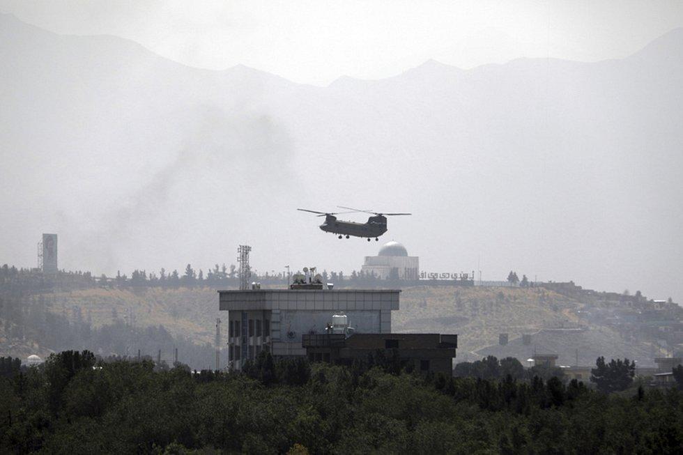 Vrtulník nad ambasádou USA v Kábulu