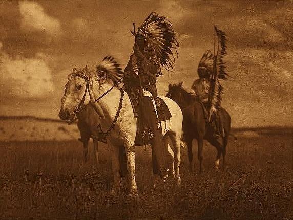 Náčelníci tetonských Siouxů, k nimž patřil i Sedící býk, v roce 1907