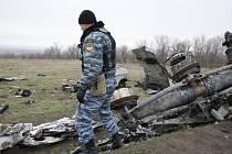 """Skupina nizozemských vojáků, působících beze zbraní na východu Ukrajiny, našla """"malé množství lidských pozůstatků"""", patřících obětem ze sestřeleného malajsijského letounu z letu MH 17."""