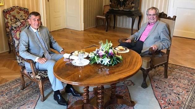 Andrej Babiš dorazil do Lán na jednání s prezidentem Milošem Zemanem