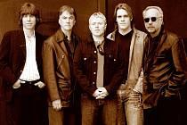 ZASLOUŽILÍ I MLADÍ. V dnešních The Yardbirds se setkávají původní členové s novou hráčskou generací.