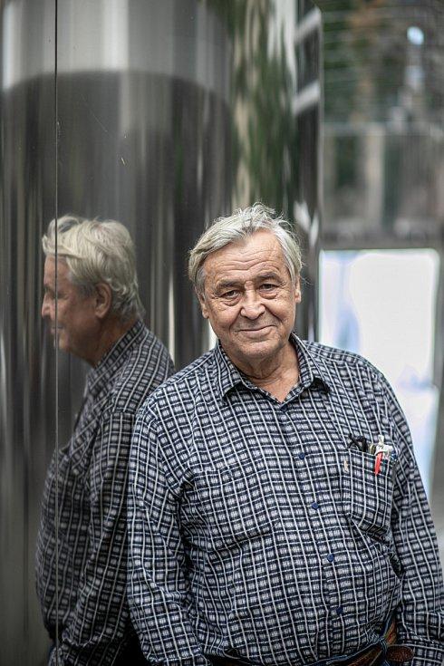 Zdeněk Žák je členem Divadla Bez zábradlí. Kde ho můžete vidět třeba vinscenacích Kvartet, Art, Tři muži na špatné adrese, Terasa, Další roky ve stejnou dobu nebo vmuzikálu Cikáni jdou do nebe.
