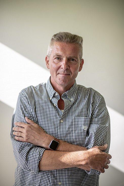 RNDr. Marek Petráš působí na Ústavu epidemiologie a biostatistiky 3. lékařské fakulty UK. Podílel se na přípravě, výrobě a vývoji některých očkovacích látek.