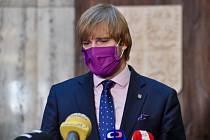 Ministr zdravotnictví Adam Vojtěch oznámil rezignaci na svou pozici.