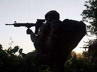 Silueta kanadského vojáka, zachyceného při přestřelce s ozbrojenci Talibanu.