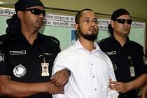 Bangladéšská bezpečnost dnes oznámila, že zadržela hlavního podezřelého ze čtvrteční vraždy amerického blogera Avijita Roye, který se hlásil k ateismu a byl známý svými příspěvky proti náboženskému fundamentalismu.