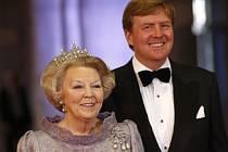 Bývalá nizozemská královna Beatrix a její syn Willem-Alexander.