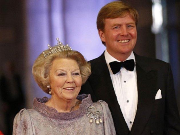 Nizozemská královna Beatrix a její syn Willem-Alexander.