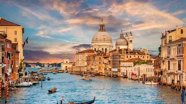Romantika města na laguně. Dnes už často jenom na upravených fotografiích.