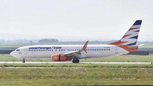 Boeing 737-800 společnosti SmartWings na přistávací dráze