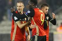 Fotbalisté Belgie se radují z gólu proti Estonsku.