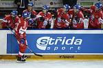 Hráči ČR se radují z prvního gólu, který dal Filip Zadina (vlevo na ledě).