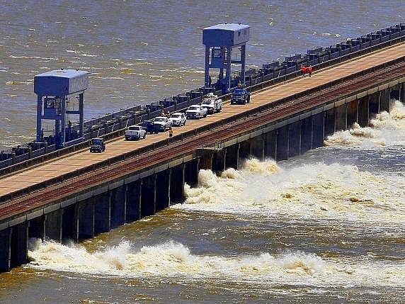 Na Mississippi se kvůli povodním zastavila doprava.