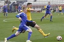 Fotbalisté Olomouce B (v modrém) proti Karviné.