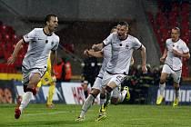 Fotbalisté Sparty Josef Hušbauer a Ladislav Krejčí (vlevo) slaví gól proti Plzni.