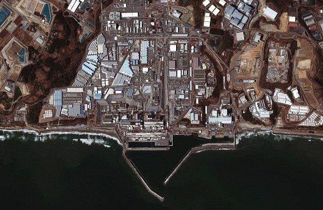 Jaderná elektrárna Fukušima ze satelitu deset let po katastrově.