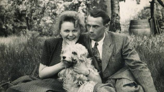 Hana Truncová se snoubencem Otakarem Čeňkem Truncem v roce 1949