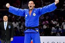 Český reprezentant Lukáš Krpálek se raduje z vítězství ve finálovém utkání s Japoncem Hisajošim Harasawou. Podruhé v kariéře se stal mistrem světa.