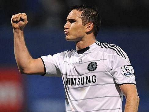 Frank Lampard z Chelsea dává najevo radost po výhře nad Portsmouthem.