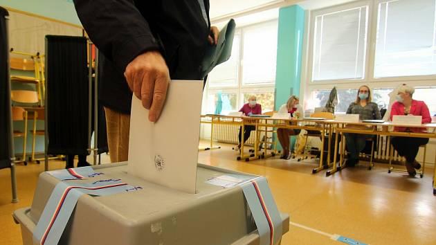 Žádný bonus pro vítěze, mírnější načítací klauzule a čtrnáct volebních krajů, to je základ pro podobu volebního zákona.