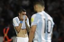 Zklamaní argentinští fotbalisté po prohře s Paraguayí