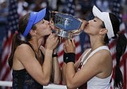 Martina Hingisová (vlevo) a Chan Yung-jan vyhrály US Open.