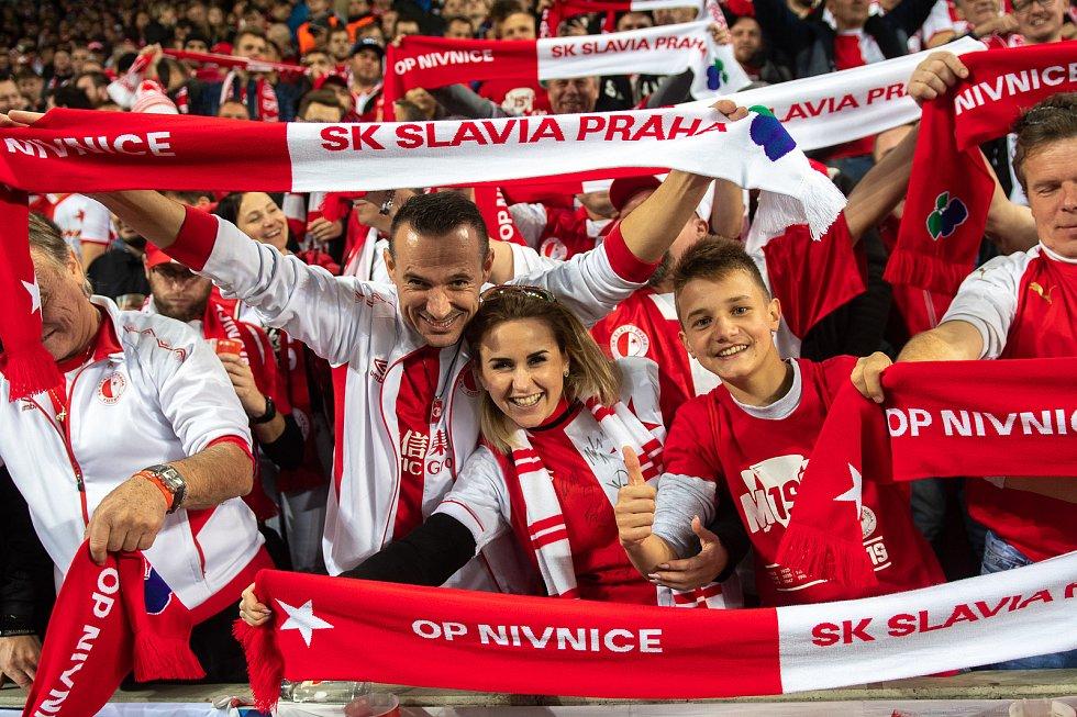 Fotbalový zápas skupiny F (liga mistrů), SK Slavia Praha - FC Barcelona, 23. října 2019 v Praze. Na snímku fanoušci SK Slavia Praha.