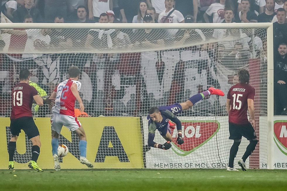 Zápas semifinále poháru MOL Cup mezi Slavia Praha a Sparta Praha hraný 24. dubna v Praze. Souček dává druhý gol