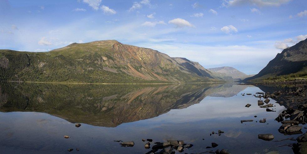 Švédský národní park Sarek patří k nejstarším v Evropě. Prohlédnout si jej mohou ale pouze velmi zkušení turisté či lyžaři. Nenachází se v něm totiž turistické chodníky, jde o divokou přírodu.