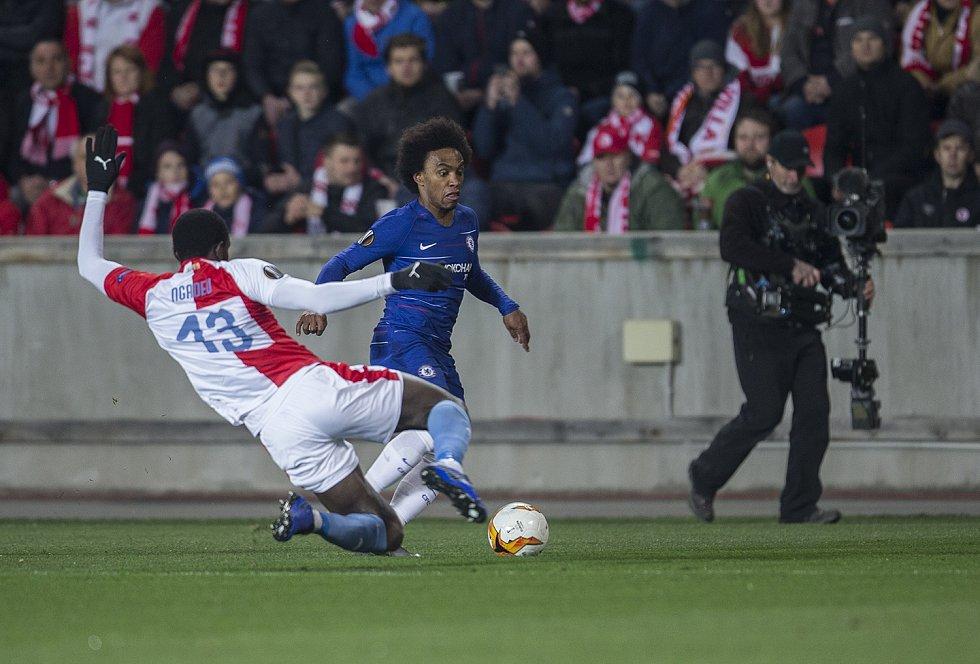 První utkání čtvrtfinále Evropské ligy mezi Slavií a Chelsea. Willian.