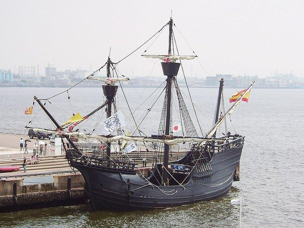 Replika lodi Victoria. Jediné z lodí výpravy, která se vrátila domů do Španělska a cestu kolem světa dokončila.