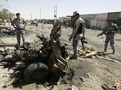 Exploze nálože v automobilu zabila ve čtvrtek na tržišti v irácké metropoli 16 osob, další čtyři desítky byly zraněny.