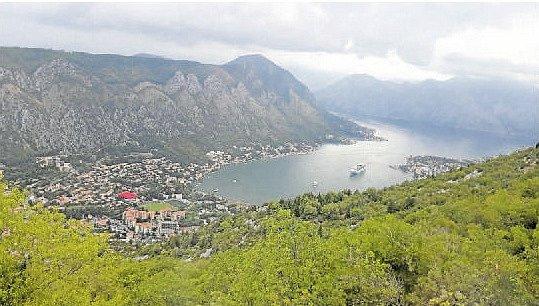 Kotor byl jedním z přístavů Rakouska-Uherska. Sloužili tu v námořnictvu i mnozí Češi, po roce 1918 připadl Jugoslávii, dnes patří k Černé Hoře.