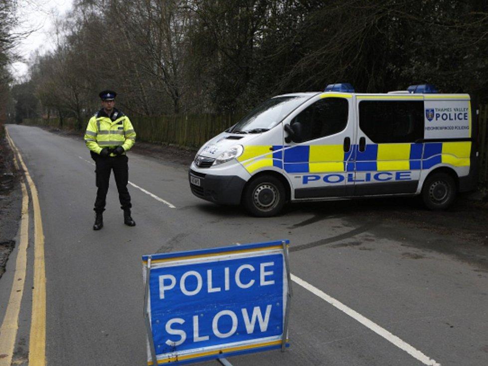 Britská policie dnes zatkla pětadvacetiletou ženu, kterou podezřívá z přípravy teroristických útoků v Británii na pozadí bojů islamistů v Sýrii a Iráku.