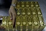 Zlato - zlaté cihly o váze 1 kilogramu - ilustrační foto.