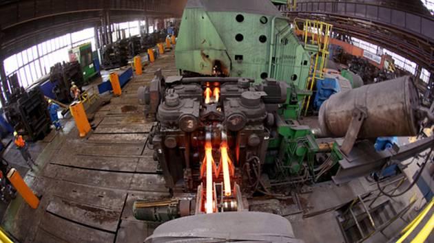 Pohled do válcovny společnosti ArcelorMittal Ostrava