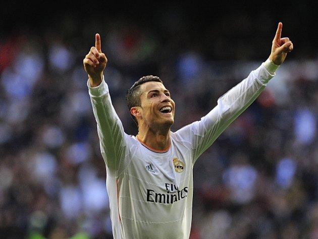 majitel Zlatého míče Cristiano Ronaldo vystřelil Realu Madrid výhru nad Granadou.
