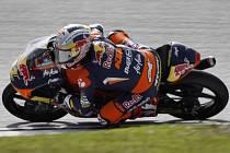 Sandro Cortese se stal šampionem ve třídě Moto3.
