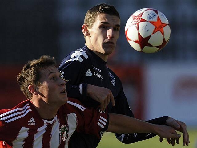 Žižkov doma podlehl Slovácku 0:1. Na snímku zleva Jan Bořil z FK Viktoria Žižkov a David Pavelka ze Slovácka.