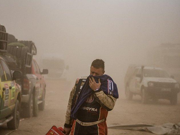 Písečná bouře na Rallye Dakar.