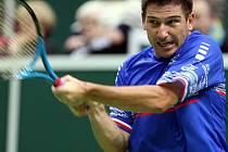 Jan Hájek v úvodní dvouhře prvního kola Davis Cupu proti Kazachstánu.