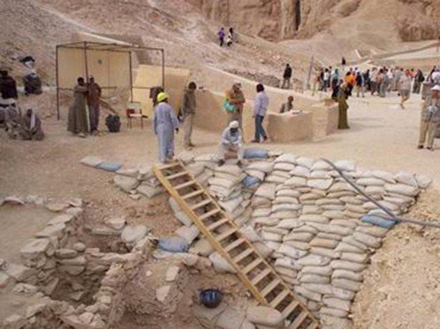 Desítky světových médií si všímají úspěchu českých archeologů, kteří v Egyptě objevili hrobku dosud nedoložené královny Chentkaus III.