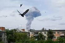 Série explozí v závodě na výrobu trhavin ve městě Dzeržinsk v centrální části Ruska.
