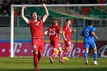 Český reprezentační útočník jednadvacítky Jan Vošáhlík se raduje z gólu proti Řecku v baráži o postup na mistrovství Evropy.