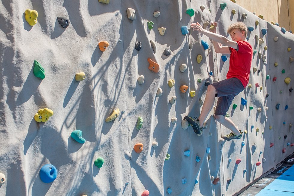 Gymnázium v Příboře - lezecká stěna