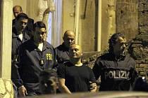 Italským a americkým zpravodajským službám se dnes podařilo rozbít obrovskou síť pašeráků kokainu mezi Střední Amerikou, Spojenými státy a Evropou.